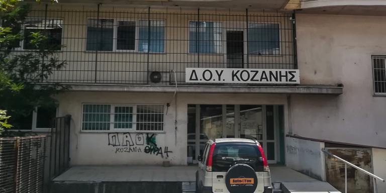 Επίθεση με τσεκούρι στη ΔΟΥ Κοζάνης: Συγκλονίζουν τα λόγια της οικογένειας του 45χρονου δράστη | ΕΛΛΑΔΑ