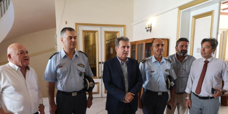 Χρυσοχοΐδης από Ζάκυνθο: Το νησί θα επιστρέψει στην κανονικότητα -Ενισχύεται η αστυνόμευση, δύο μονάδες ΟΠΚΕ | ΠΟΛΙΤΙΚΗ