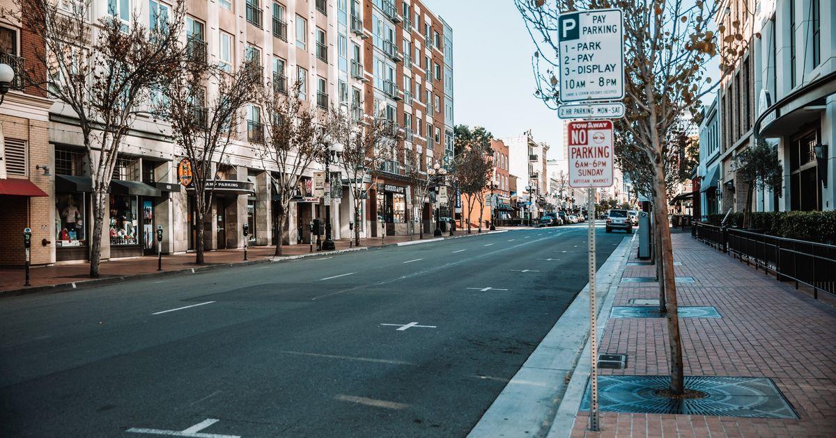 Κλείνουν ξανά μπαρ και εστιατόρια στην Καλιφόρνια