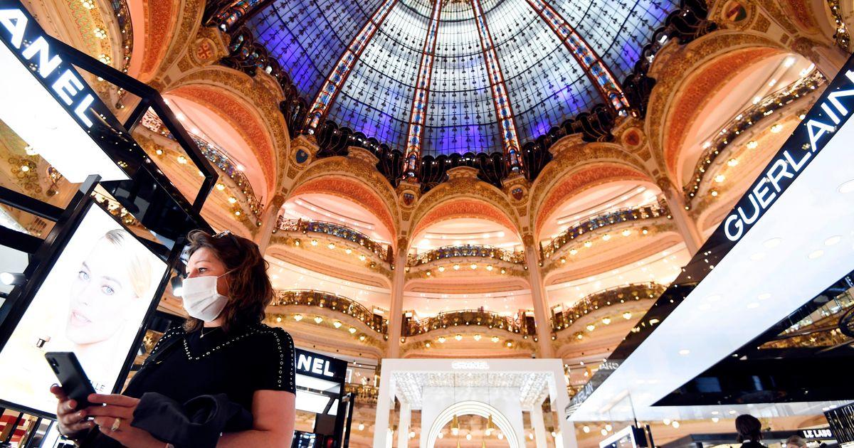 Η Γαλλία επαναφέρει την χρήση μάσκας σε τράπεζες και καταστήματα από τις 20 Ιουλίου