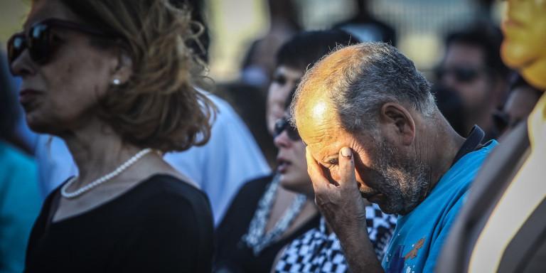 Μάτι: Σπαραγμός στο μνημόσυνο για τα θύματα της πυρκαγιάς -Τα αποκαλυπτήρια του μνημείου [εικόνες] | ΕΛΛΑΔΑ
