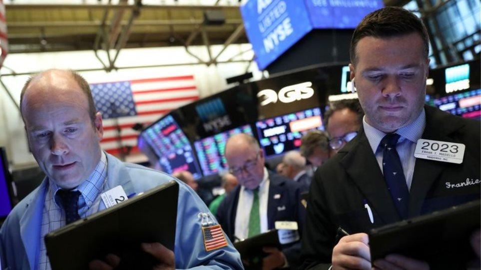 Wall Street: Άνοιγμα εβδομάδας με κέρδη, εν μέσω ραγδαίας αύξησης των κρουσμάτων στις ΗΠΑ