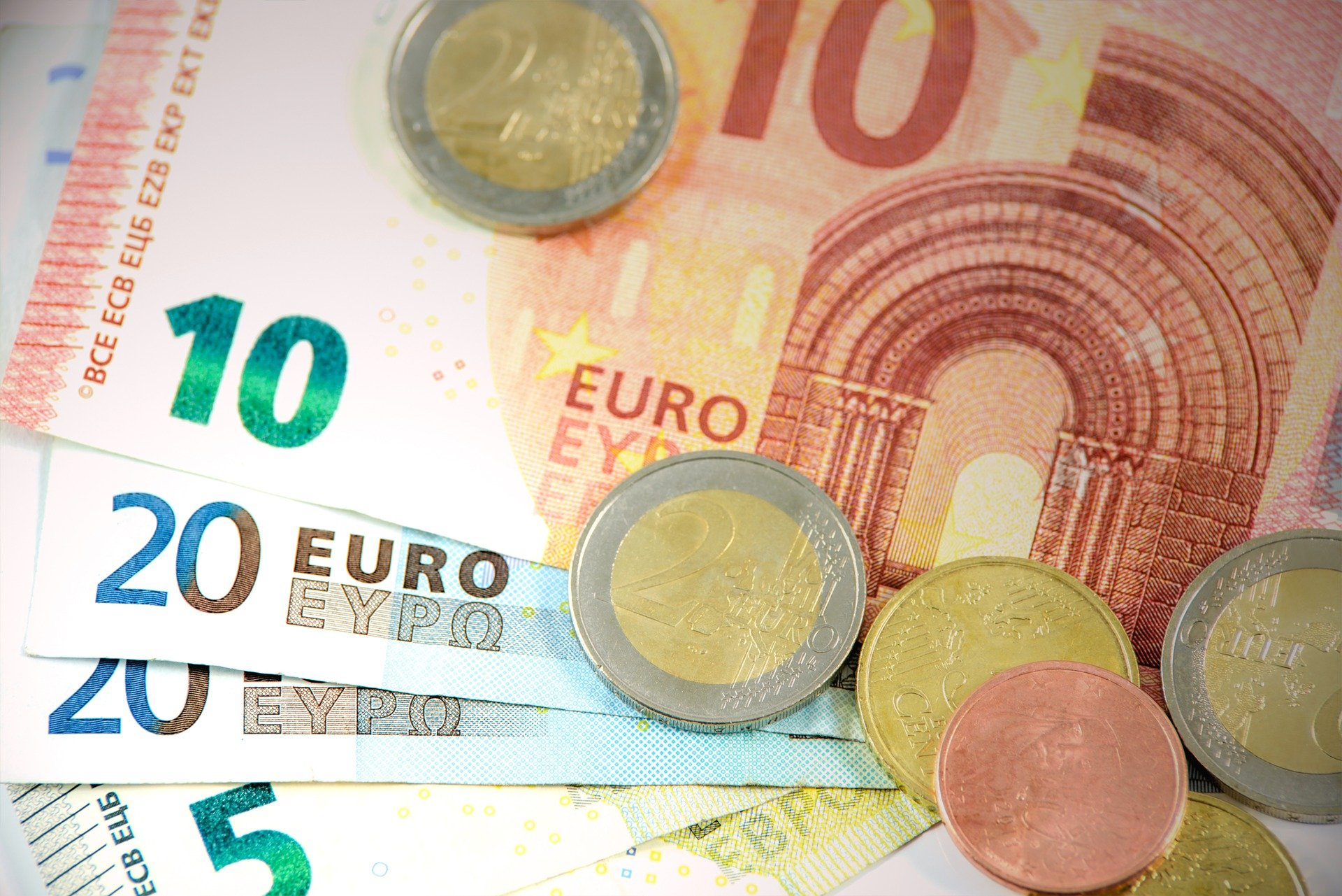 Ελάχιστο εγγυημένο εισόδημα: Πότε οι δικαιούχοι θα λάβουν το διπλό επίδομα (vid)