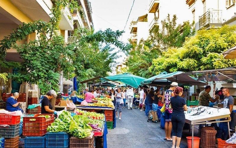 Τέλος επιτηδεύματος: Εξαιρούνται και οι αγρότες – παραγωγοί που διαθέτουν προϊόντα σε λαϊκές αγορές