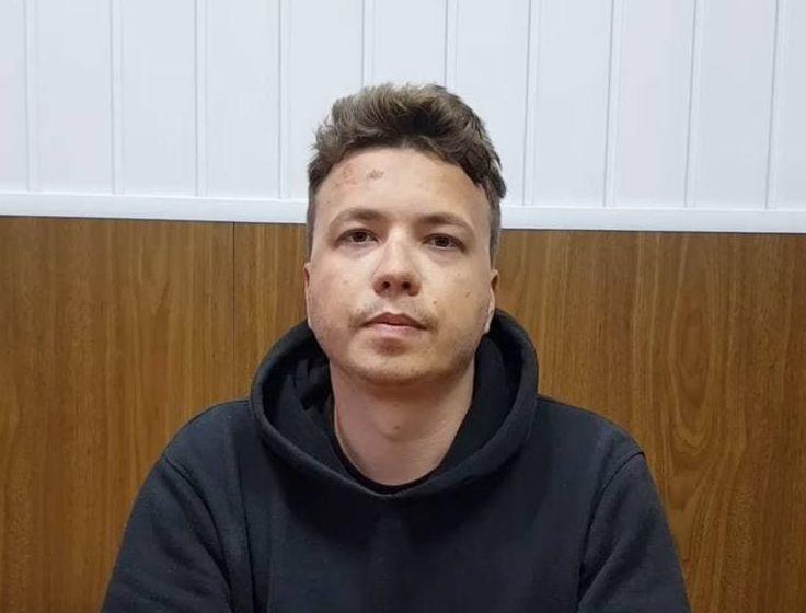 Λευκορωσία: Το καθεστώς Λουκασένκο… εμφάνισε τον δημοσιογράφο πάνω από μια μέρα μετά τη σύλληψη