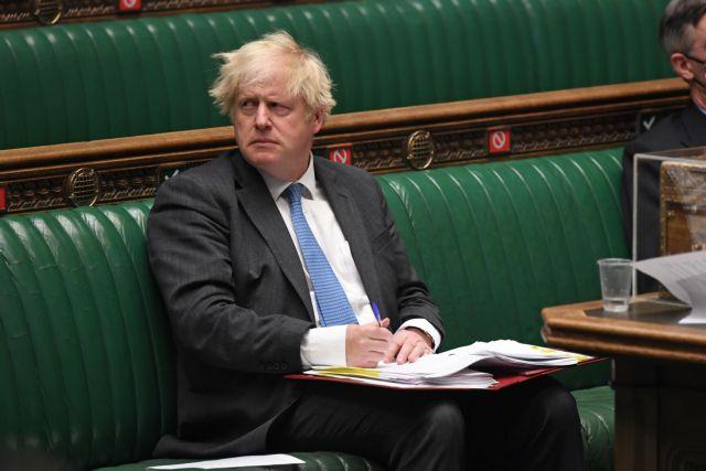 Βρετανία: Κλιμακώνεται η πίεση στον πρωθυπουργό Τζόνσον προκειμένου να αποπέμψει τον υπουργό Υγείας