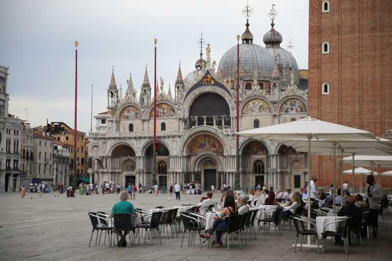 Ιταλία: 77 νεκροί και 2.199 νέα κρούσματα κορονοϊού