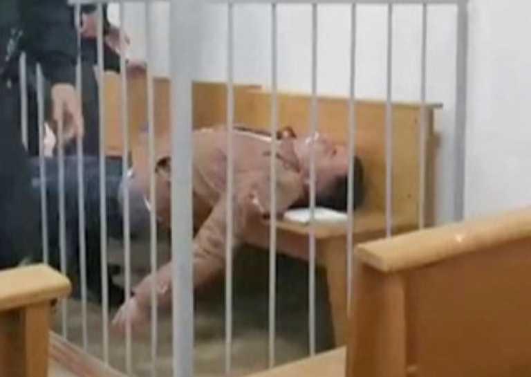 Λευκορωσία: Αυτός είναι ο ακτιβιστής της αντιπολίτευσης που αποπειράθηκε να αυτοκτονήσει μέσα στο δικαστήριο (βίντεο)