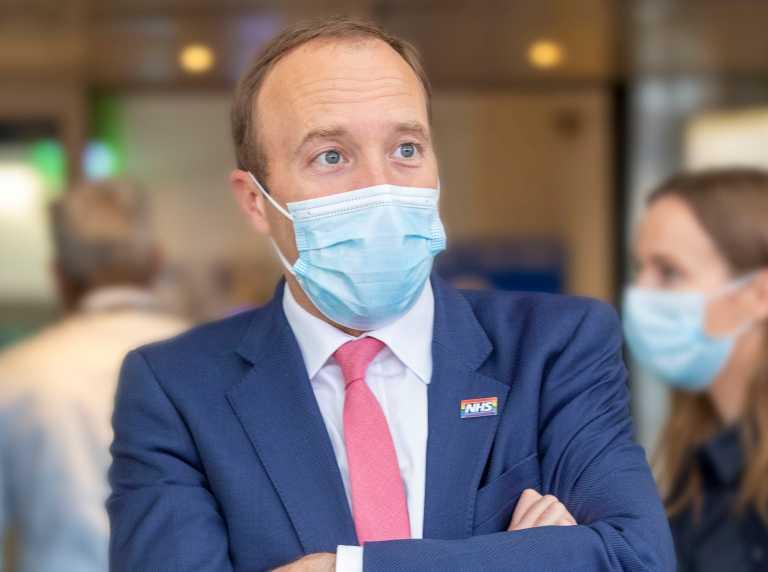 Παραιτήθηκε ο υπουργός Υγείας της Βρετανίας μετά τα… θερμά φιλιά