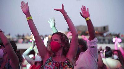 Το πείραμα της Ίμπιζας: 1.400 άτομα διασκέδασαν και χόρεψαν «ελεύθεροι» σε νυχτερινό κλαμπ