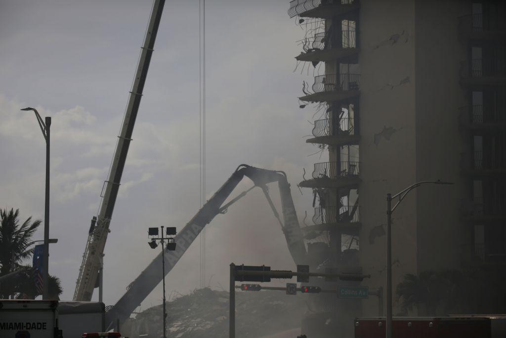 Μαϊάμι: Βυθιζόταν λίγα χιλιοστά επί 30 χρόνια το κτίριο που κατέρρευσε
