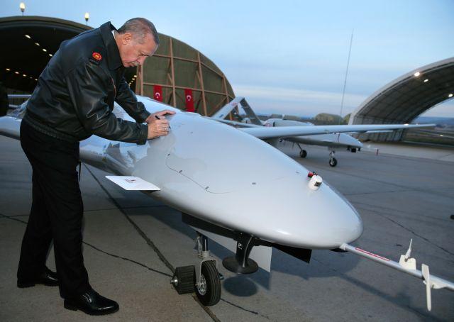 WSJ: Τα τουρκικά drones αλλάζουν τη μορφή των πεδίων μάχης και της γεωπολιτικής