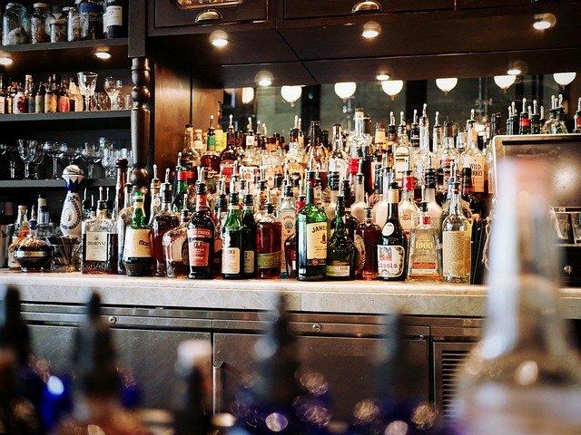 Αλκοολούχα ποτά: Οι επιπτώσεις στην Ελλάδα από το παράνομο εμπόριο