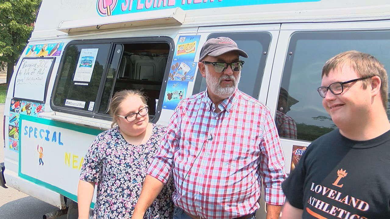 Πατέρας δύο παιδιών με σύνδρομο Down τους έκανε την πιο «γλυκιά» έκπληξη