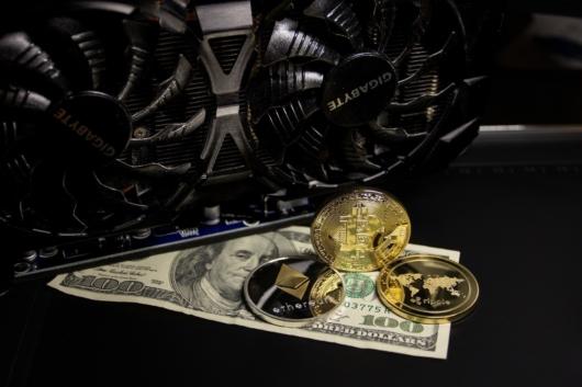 Έρχεται το τέλος των μετρητών; Τι λέει το ΔΝΤ για το δημόσιο και το ιδιωτικό ψηφιακό χρήμα