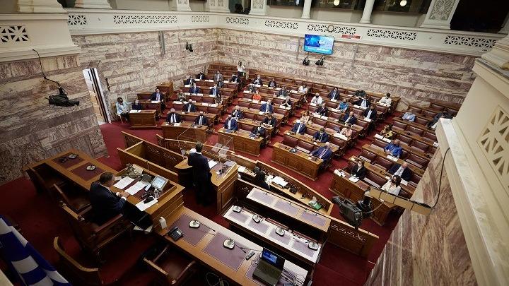 Βουλή: Εγκρίθηκε το νομοσχέδιο για τον Κώδικα της θαλάσσιας πολιτικής και το μεταφορικό ισοδύναμο