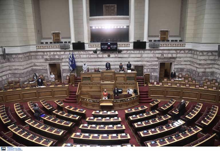 Βουλή: Μετά τον Πολάκη, πέντε οι ανεμβολίαστοι βουλευτές