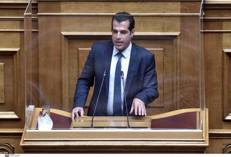 Θάνος Πλεύρης: «Απόλυση και πρόστιμο 5.000 ευρώ σε όσους εκδίδουν ή λαμβάνουν πλαστό πιστοποιητικό εμβολιασμού»