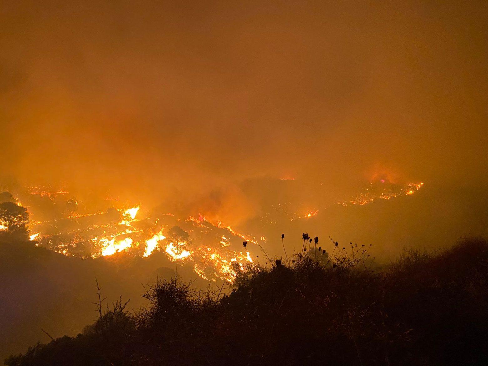 Ισπανία – Μεγάλη πυρκαγιά στο θέρετρο Εστεπόνα – 500 άνθρωποι εγκατέλειψαν τις εστίες τους