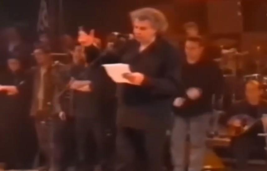 Μίκης Θεοδωράκης – Η Σερβία θρηνεί για το θάνατό του δηλώνει ο Βούτσιτς - Η αντιπολεμική συναυλία στο Σύνταγμα το 1999