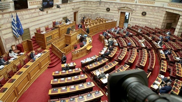 Με τις ψήφους της ΝΔ εγκρίθηκαν τα μέτρα στήριξης των πληγέντων