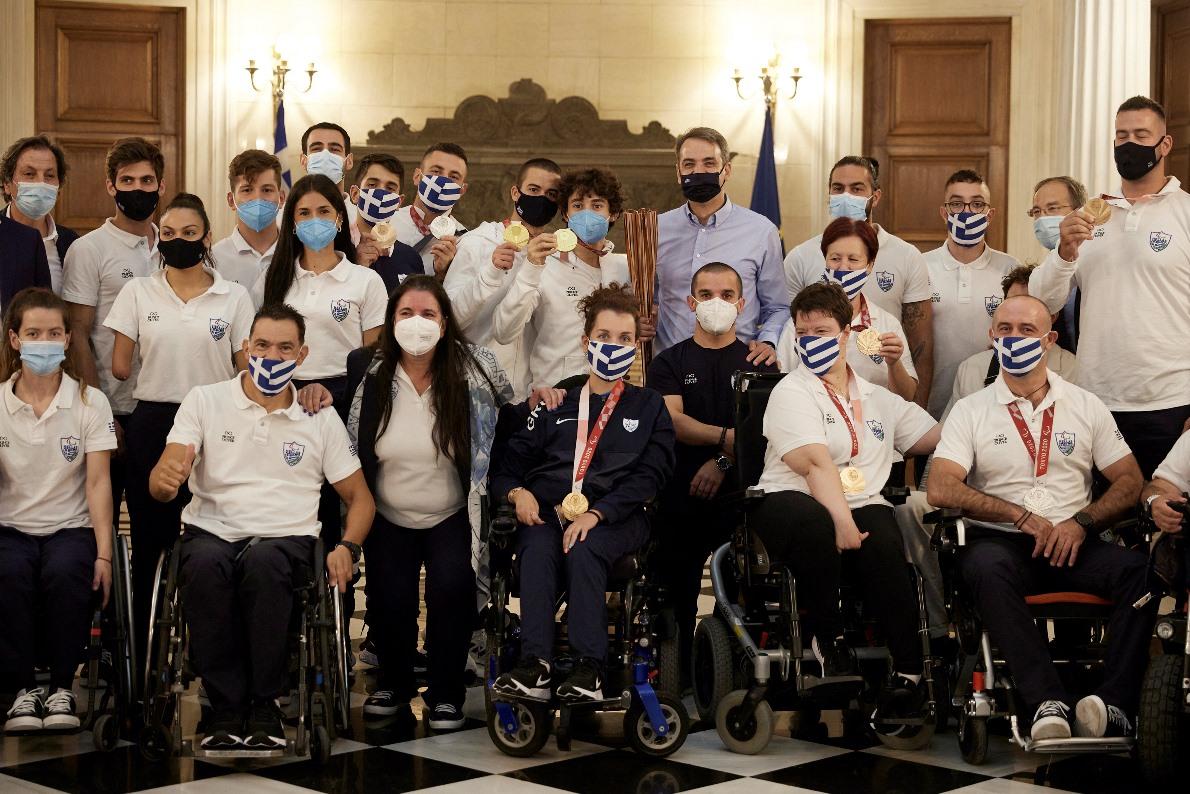 Ο Μητσοτάκης υποδέχτηκε τους θριαμβευτές των Παραολυμπιακών Αγώνων