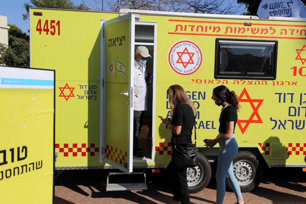 Πριν τελειώσει με την τρίτη δόση του εμβολίου, το Ισραήλ βάζει… πλώρη για τέταρτη