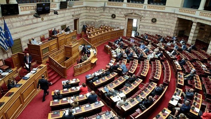 Υπερψηφίστηκαν από ΝΔ νομοσχέδιο για «λόμπινγκ» και τροπολογία για υποχρεωτικό εμβολιασμό