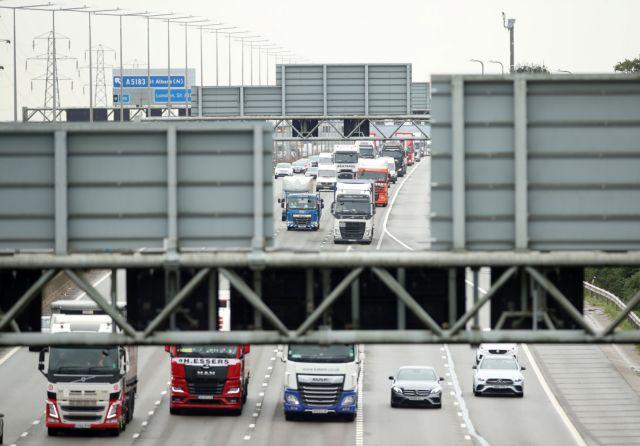 Βρετανία – Οι οδηγοί φορτηγών προειδοποιούν – «Οι τιμές των Χριστουγέννων θα αυξηθούν»