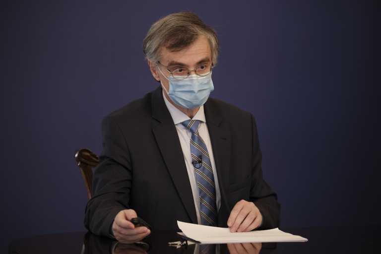 «Έξαλλος» ο Σωτήρης Τσιόδρας: «Ακούγονται πολλές αντιεπιστημονικές ανοησίες» - Έξαρση σε περιοχές με πολλούς ανεμβολίαστους