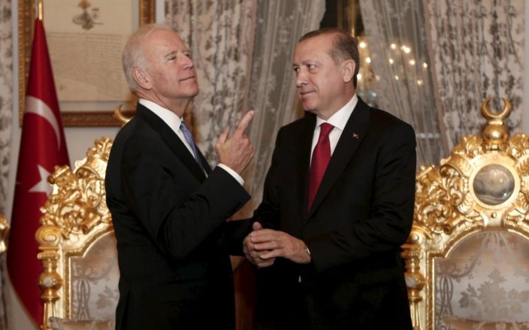 Απασφάλισε ο Ερντογάν – Απειλεί με επίθεση και τις αμερικανικές δυνάμεις στη Β. Συρία
