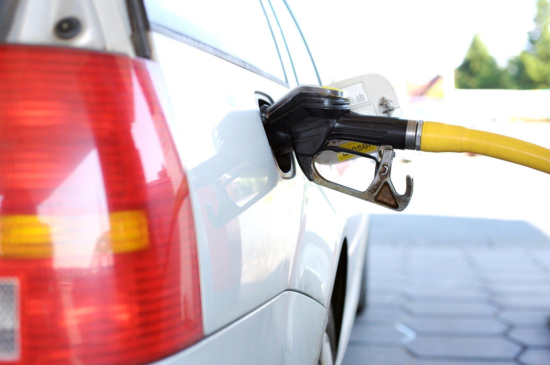 Βενζινοπώλες για πετρέλαιο θέρμανσης: Αυξημένο έως και 40% φέτος – Τι ζητούν από την κυβέρνηση