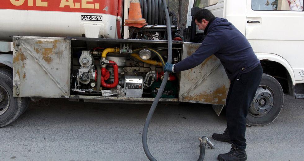 Ενιαίο διευρυμένο επίδομα για φυσικό αέριο και πετρέλαιο εξετάζει η κυβέρνηση