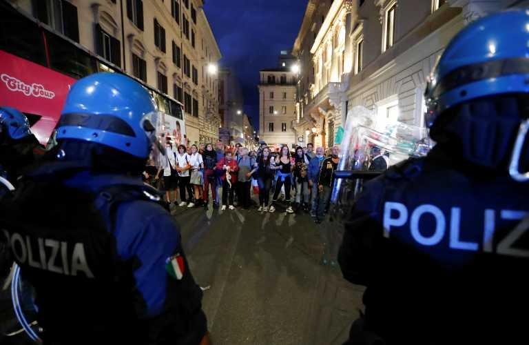 Ιταλία: «Δεχθήκαμε φασιστική επίθεση» – Χάος στα επεισόδια με αντιεμβολιαστές