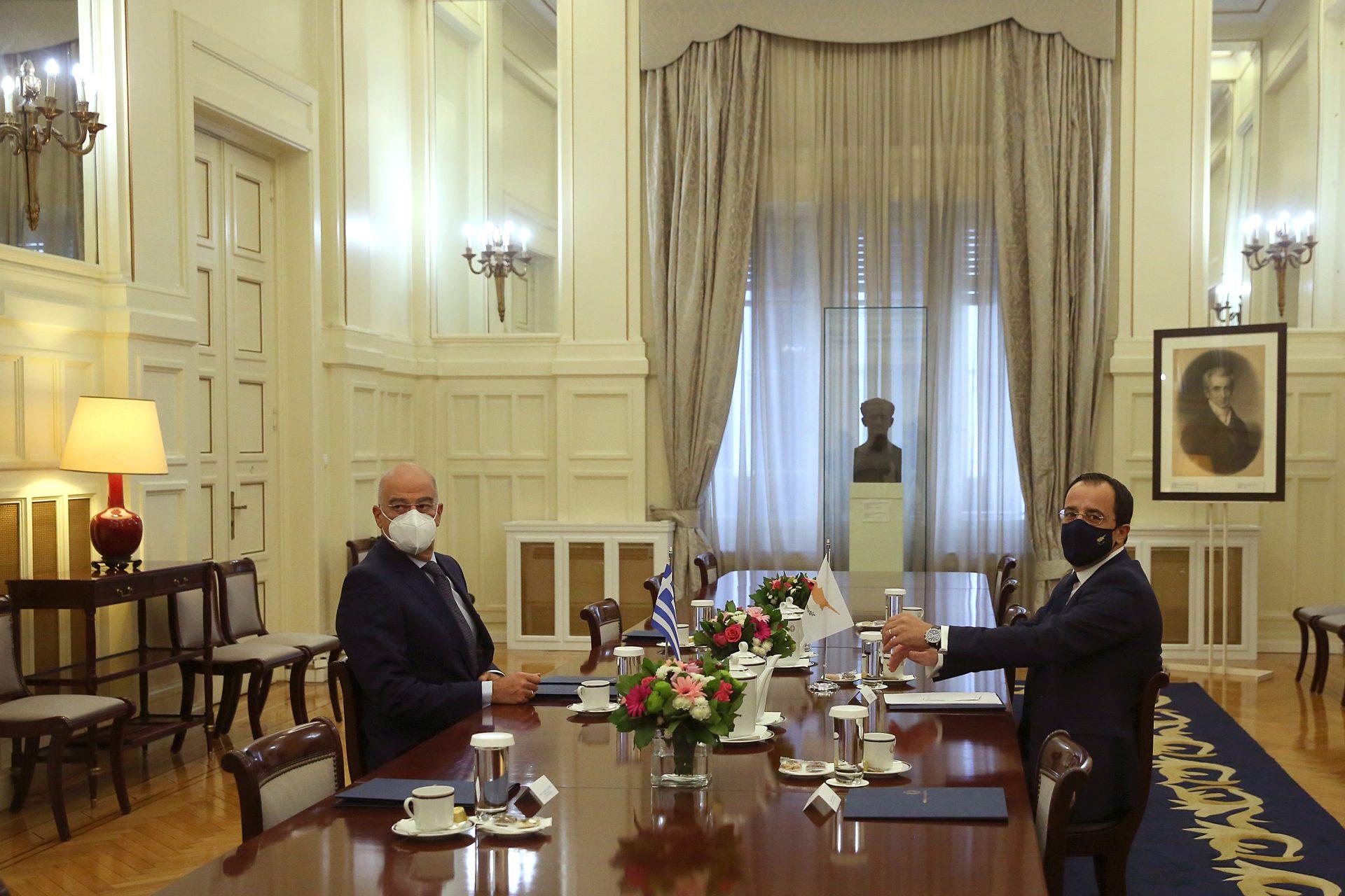 Κυπριακό και Αν. Μεσόγειος στο επίκεντρο της συνάντησης Δένδια-Χριστοδουλίδη