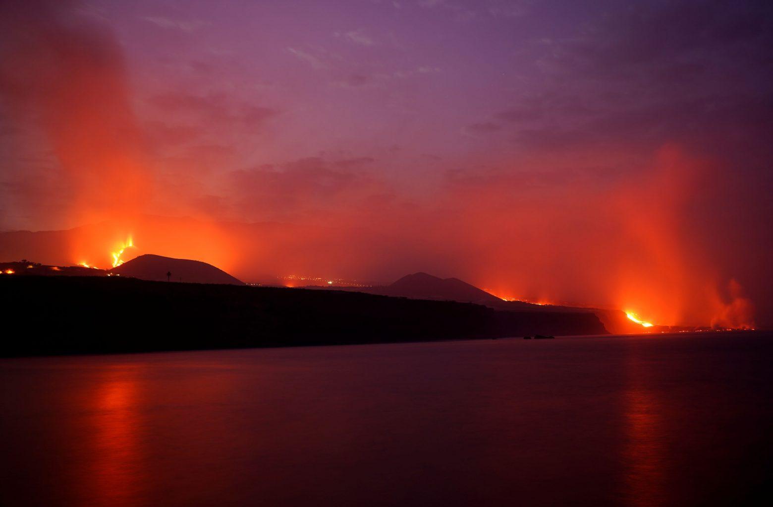 Λα Πάλμα – Ποτάμια λάβας καταλήγουν στον Ατλαντικό μετά από την έκρηξη του ηφαιστείου