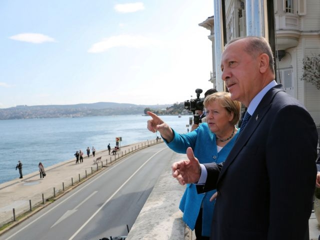 Το «τελευταίο τανγκό» για Ερντογάν και Μέρκελ – Η συνομιλία, το γεύμα και… το αμαξάκι του γκολφ