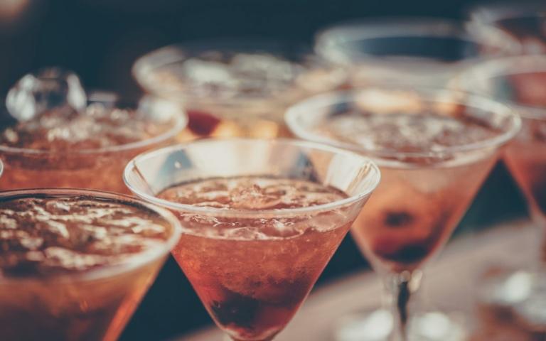 Ρωσία – Συνεχίζουν να πεθαίνουν άνθρωποι από νοθευμένο αλκοόλ – Άλλοι 18 νεκροί