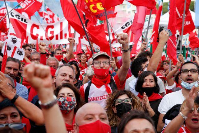Ρώμη – Αντιφασιστική διαδήλωση 200.000 μετά από κάλεσμα των συνδικάτων – Δεν βλέπει ναζιστική απειλή ο Σαλβίνι